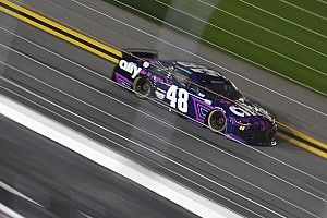 Alex Bowman wins Daytona 500 pole in all-Hendrick front row