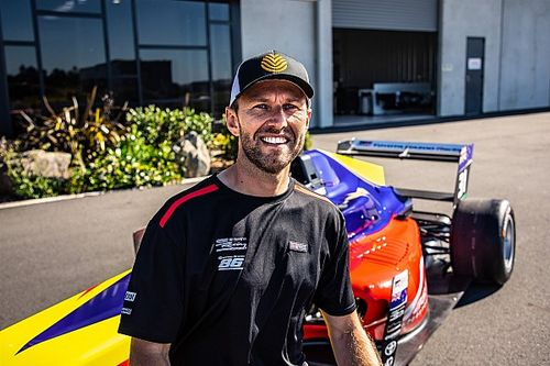 Van der Drift joins New Zealand Grand Prix grid