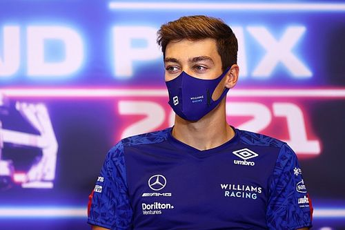 Vettel kritizálta, Russell megvédte az FIA-t