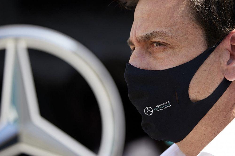 Wolff meglepően nyilatkozott a Mercedes pilótakérdéséről