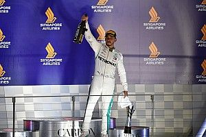 """Hamilton stuzzica la Ferrari: """"Non capisco come mai sia sparita in gara..."""""""