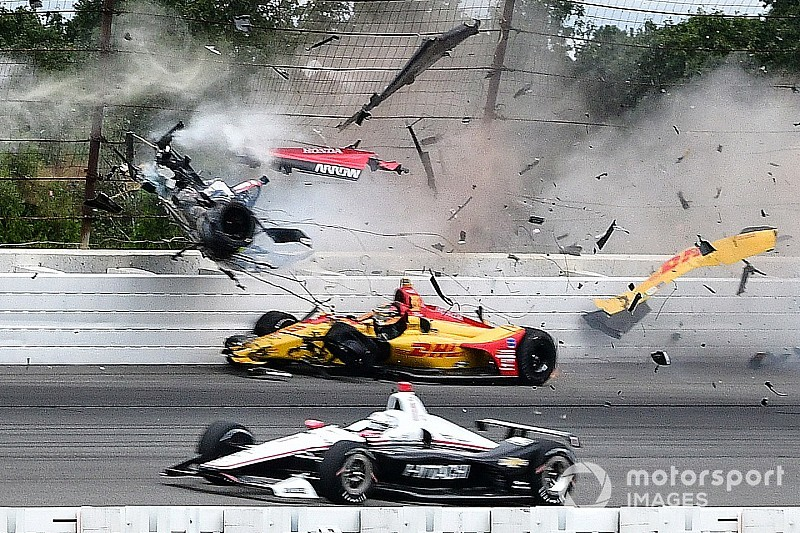 Videó: Remekül halad a felépüléssel a súlyos balesetet szenvedő IndyCar-versenyző!