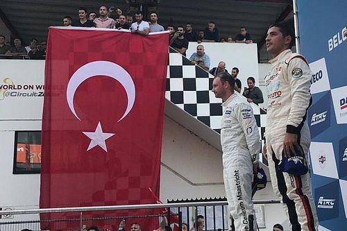 Porsche GT3 Cup Challenge Benelux Zolder: Ayhancan'dan çifte zafer, Berkay podyumda!