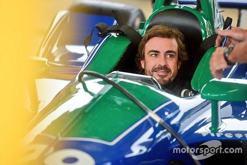 """Fernando Alonso completa un test """"feliz"""" con el Indycar en Barber"""