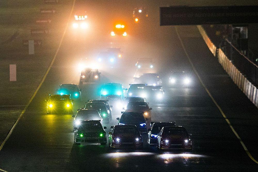 Supercars to resume season under lights at Sydney Motorsport Park