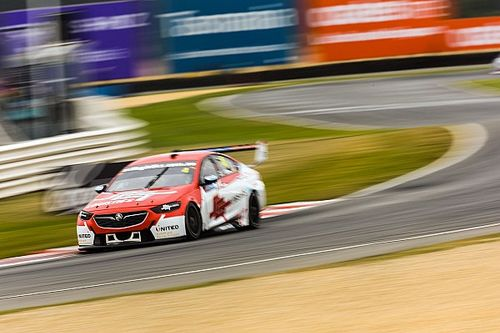 Supercars rookie unfazed by blue flag critics
