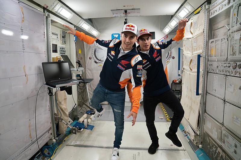 Márquez y Lorenzo visitan el Space Center de Houston