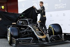 Pirelli apresenta pneus com superfícies brilhantes
