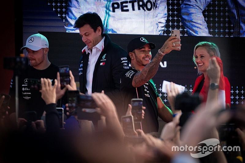 """Wolff, Lauda'nın """"mümkün olduğunca çabuk"""" geri dönmesini istiyor"""