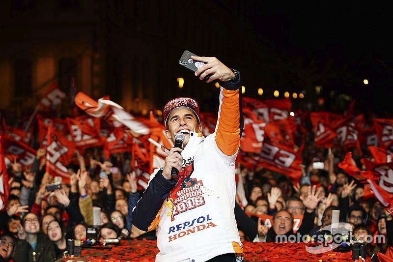 Große WM-Party: Marc Marquez feiert mit seinen Fans in seiner Heimatstadt