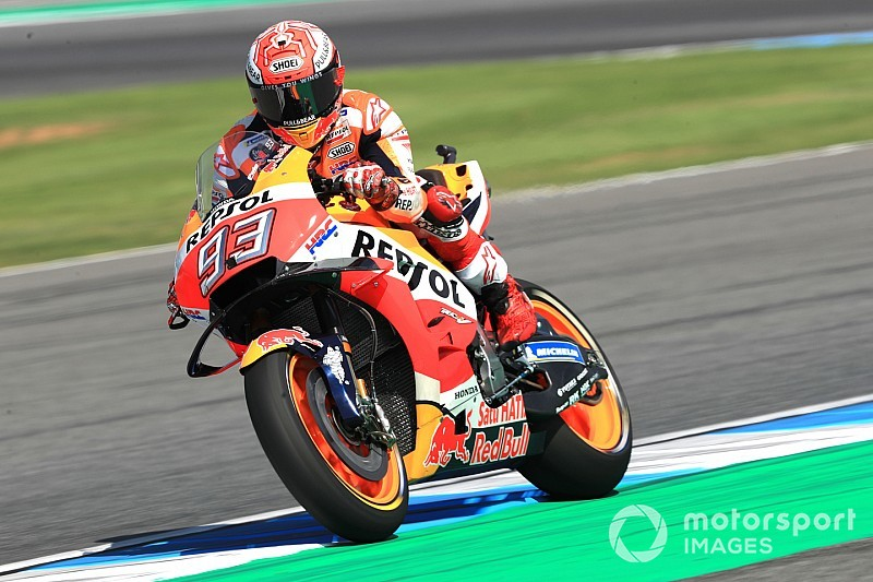 Thailand MotoGP: Marquez shades Rossi by 0.011s for pole