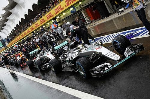 Red flag set-up change key to Mercedes 1-2, says Lowe