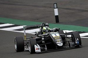 """فورمولا 3: إريكسون ناشئ """"بي أم دبليو"""" يُحرز الفوز بالسباق الثاني في سيلفرستون"""