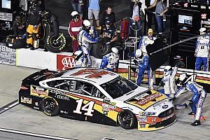 NASCAR Cup Noticias de última hora VIDEO: Ambulancia bloquea los pits a pilotos de NASCAR
