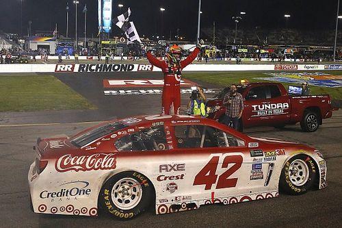 Kyle Larson vince a Richmond in un finale caotico