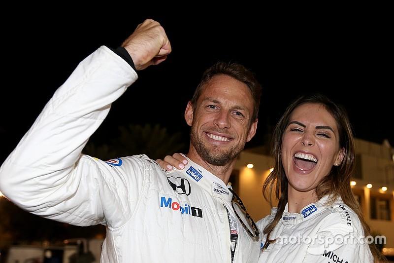 Megszületett Jenson Button első gyermeke