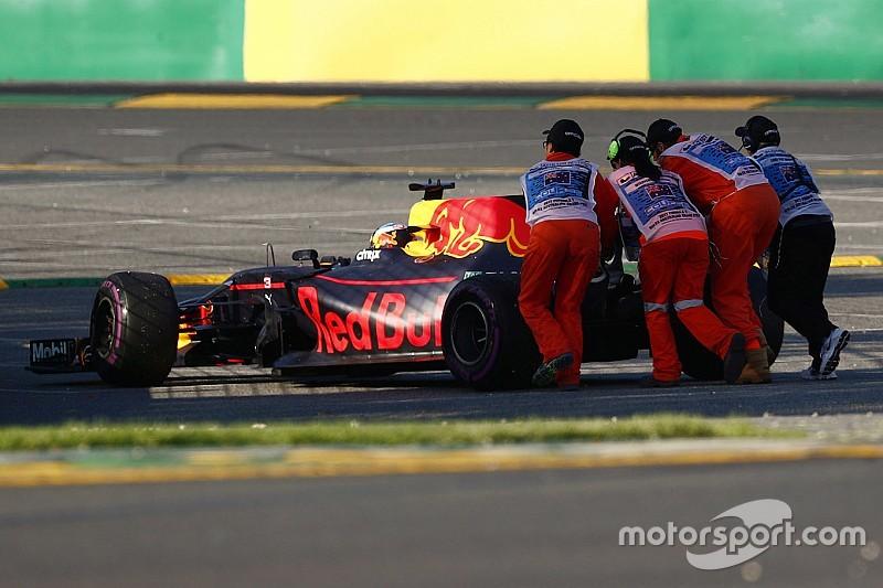 Em dia para esquecer, Ricciardo se diz feliz por fim de GP