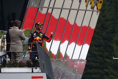 Em quinto pódio seguido, Ricciardo exalta luta com Hamilton