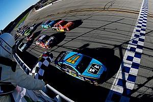 Elképesztő befutó a NASCAR-ban
