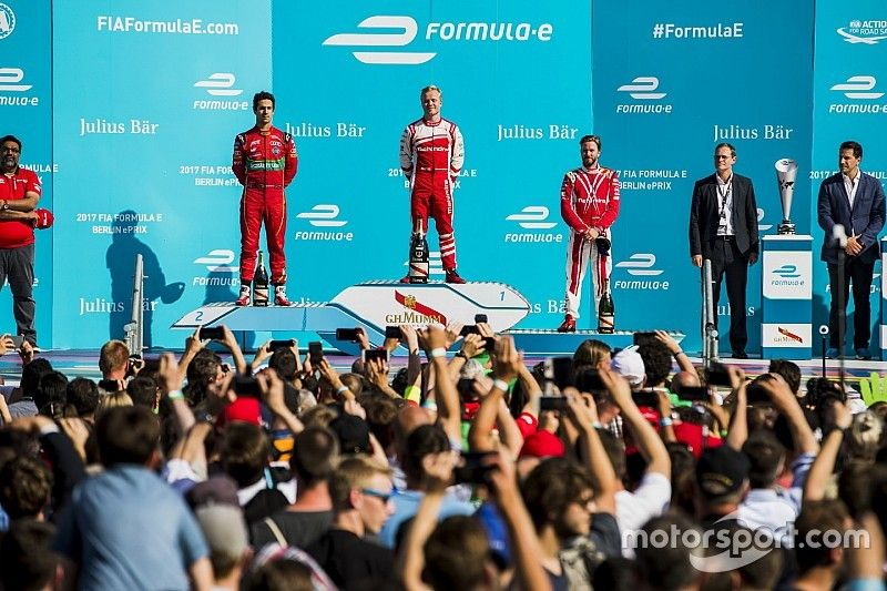 Berlin stardom for Formula E Super Fan