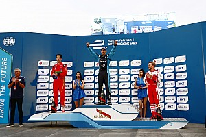 Formel E Rennbericht Formel E in Hongkong: Champion Sebastien Buemi besiegt das Chaos in China