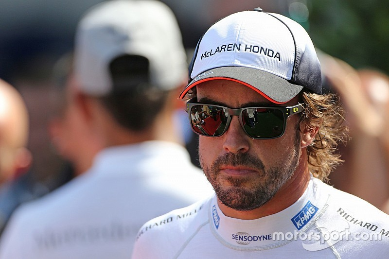 Hamilton: It 'wouldn't be right' for F1 if Alonso were to quit