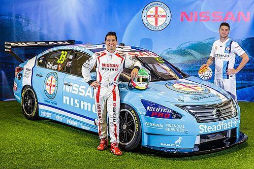 Nissan decora auto con colores de equipo de futbol