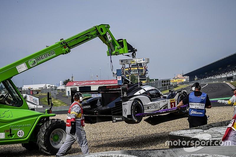 Один экипаж Porsche стал лучшим, другой разбил машину