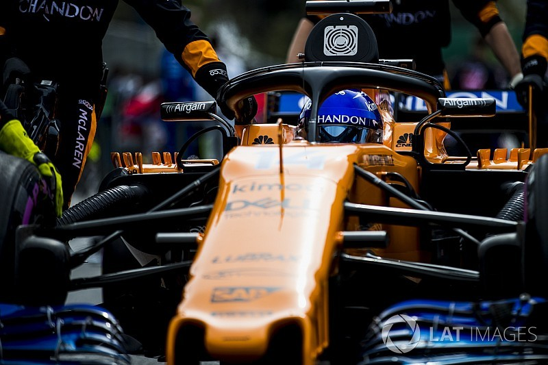 Egyedi és látványos orral debütál a McLaren B autója Barcelonában
