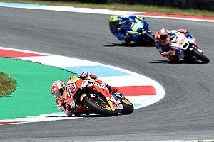 Гонщики MotoGP устроили фестиваль обгонов в Ассене, победил Маркес