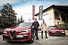 Formule 1 Photos - Les pilotes Sauber rencontrent le personnel d'Alfa Romeo