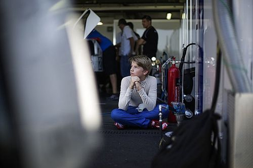 Шварцман выиграл первую гонку сезона Формулы Renault 2.0
