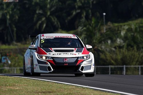 Sepang TCR: Colciago holds off Comini to take debut win
