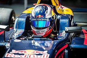 Richard Verschoor, pilote Red Bull, titré en SMP F4