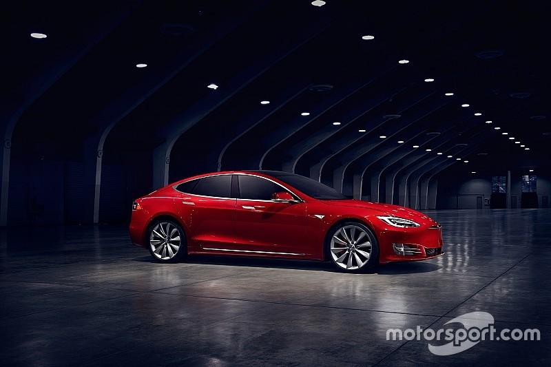 Tesla Model S отримає версію Roadster