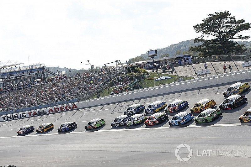 В Талладеге из 40 гонщиков до финиша добрались 14