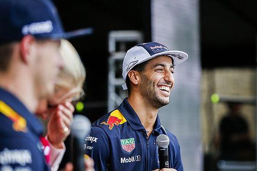 """Ricciardo celebra """"el clima de carnaval"""" de la hinchada brasileña"""