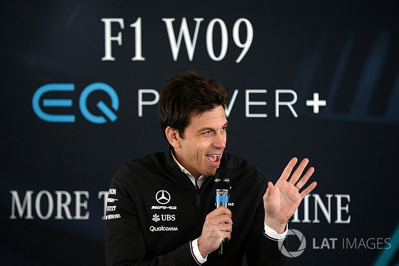 """Wolff hekelt halo: """"Zou het ding er met een kettingzaag afzagen"""""""