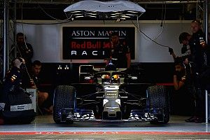 Red Bull Racing покажет новую машину в один день с Mercedes