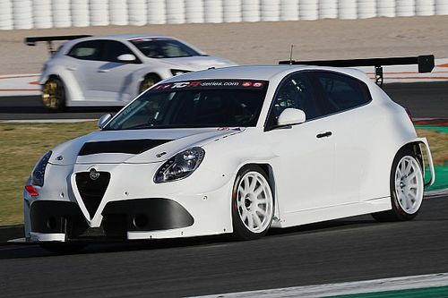 Fotogallery: le auto TCR in azione ai test BoP di Valencia