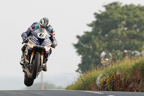 Isle of Man TT: Dunlop dedicates Superbike win to Kneen