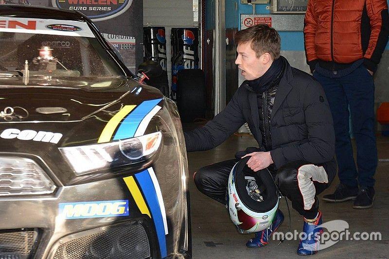 Kvyat asiste a un test de NASCAR Euro Series