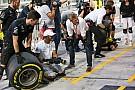 Hamilton is szerelő lett a Mercedesnél