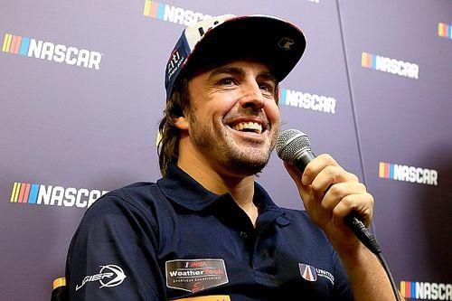 Alonso diz que gostaria de testar carro da NASCAR no futuro