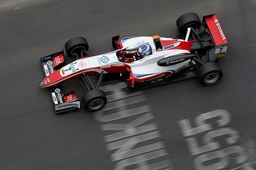 Арон выиграл третью гонку Ф3 в По под дождем