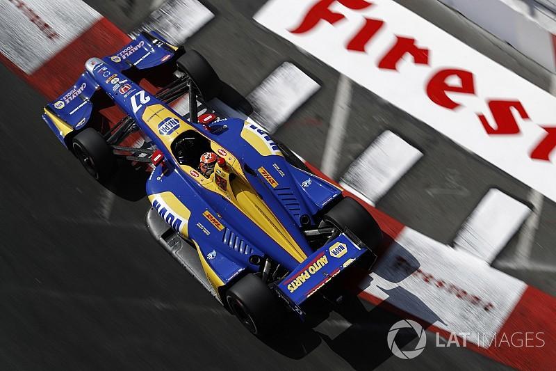 Росси выиграл в Лонг-Бич и стал лидером зачета IndyCar