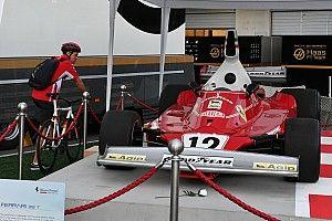Megható: Vettel találkozása Lauda világbajnok Ferrarijával