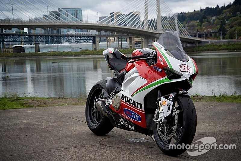 MotoCorsa rende omaggio a Nicky Hayden mettendo all'asta una Panigale V4 tributo
