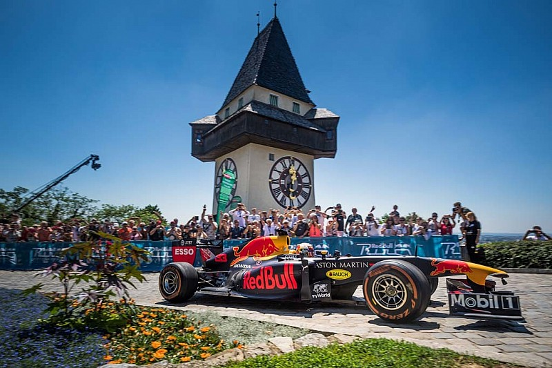 """Verstappen beklimt Schloßberg met F1-wagen: """"Nooit eerder gedaan"""""""