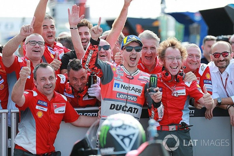 Lorenzo logra la pole y récord en Misano